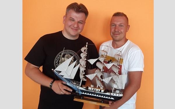 na zdjęciu Piotr Sternal (z prawej strony) i szef wyd. Skarpa Warszawska Rafał Bielski)